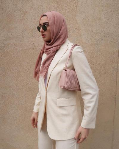 Bosan dengan Kaftan dan Kebaya Muslim, Kamu Bisa Pakai 3 Outfit Ini untuk Kondangan