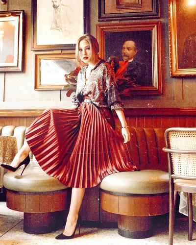 Tampil Menawan Dengan Plisket Skirt