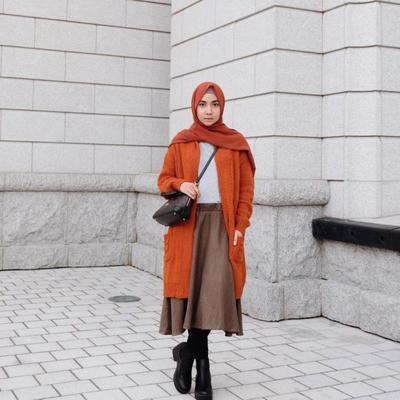 Style Tips: Midi Skirt untuk Hijabers, Chic Tapi Tetap Tertutup