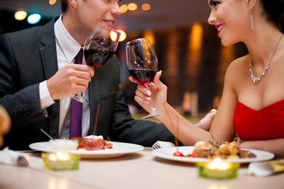 Tetap Romantis Bersama Pasangan, 5 Makanan Ini Sebaiknya Kamu Hindari Saat Kencan