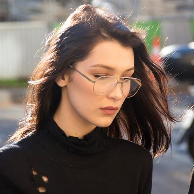 Yuk, Upgrade Tampilan Kamu dengan 5 Kacamata Wanita Paling Chic Ini