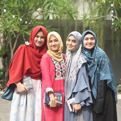 6 Tips Mudah Memakai Hijab Syar'i untuk Pemula, Nyaman dan Modis!