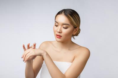 Dapatkan Kulit Tangan Selembut Kapas dengan 6 Hand Cream Korea Ini, Anti Lengket!