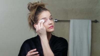 Bersihkan Semua Makeup di Wajah
