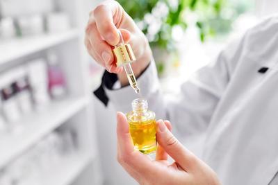 Squalane Oil, Minyak Alami untuk Perawatan Wajah Anti-Aging dan Kulit Berminyak