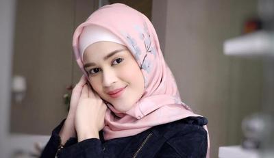 Penampilan Cantik Cut Meyriska dengan Hijab Usai Hijrah, Curi Inspirasinya Yuk!