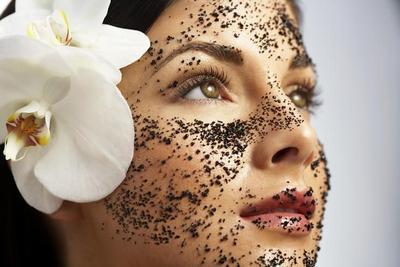 Eits, Jangan Dibuang! Ini Manfaat Tersembunyi Ampas Teh untuk Kecantikan Wajah