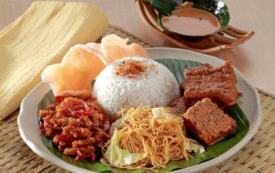Pilih Sendiri Lauknya, Ini 5 Warung Nasi Uduk Paling Enak di Jakarta