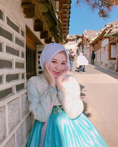 Wajah Tampak Awet Muda, 4 Hijab Influencer Ini Suka Gaya Makeup Korea