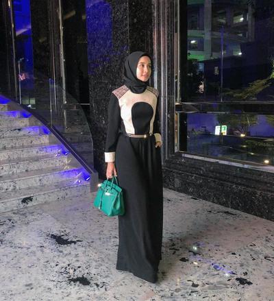 Dress Hitam dengan Bagian Atas Model Blazer Senyawa