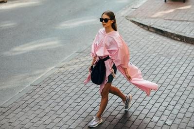 2. Celana Pendek untuk Paduan Atasan Warna Pastel Pink