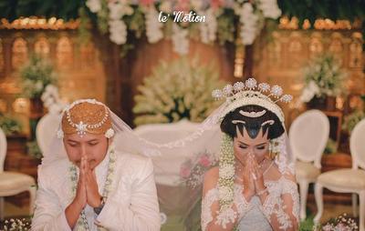 Pernikahan Siji Jejer Telu (Pernikahan Satu Berjejer Tiga)