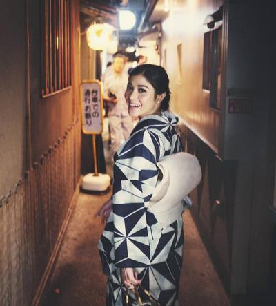 Adu Gaya Artis Cantik Saat Gunakan Kimono Jepang, Cantik Banget!