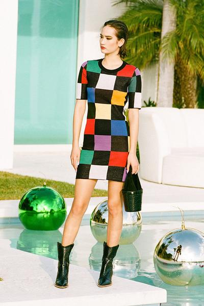2. Dress Monochrome