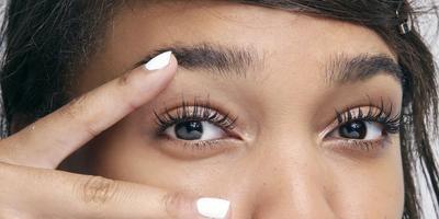 Tak Perlu Eyelash Extension, 3 Bahan Alami Ini Efektif Tebalkan Bulu Mata