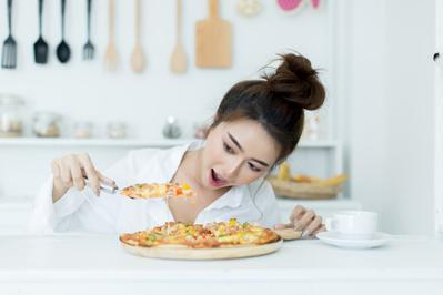 Makanan Ini Dapat Menyebabkan Jerawat, Mitos atau Fakta?