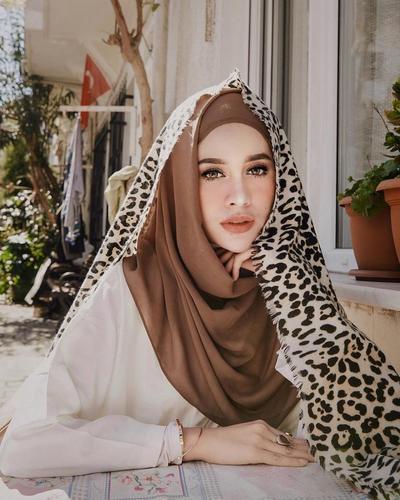 Hijab Style: Tampil Chic dan Berani dengan Motif Leopard