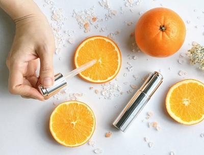 3 Rekomendasi Serum Vitamin C Terbaik untuk Anti-Aging dan Pudarkan Bekas Jerawat