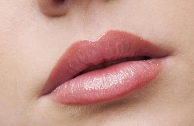 Seimbangkan Bentuk Bibir