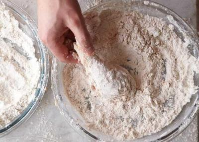 Bahan-bahan yang Diperlukan untuk Membuat Ayam Goreng Tepung Renyah