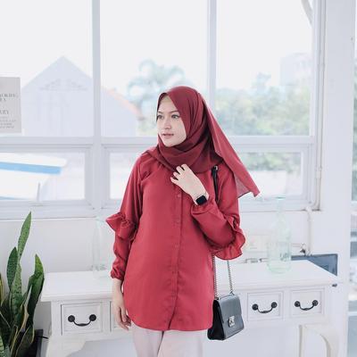 5 Tips Memilih Atasan yang Pas untuk Hijab Warna Merah