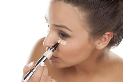 Tips Makeup: 5 Teknik Riasan Hilangkan Mata Panda Secara Instan