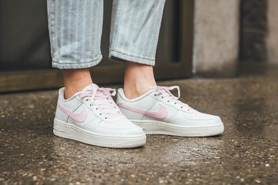 Style Tips: Sepatu Sneakers Nike Air Force untuk Gaya Kasual ke Kampus
