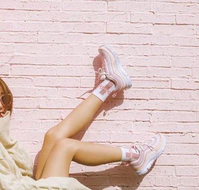 Still On Trend, Sepatu Sneakers Pink Pastel yang Girly untuk Outfit ke Kampus