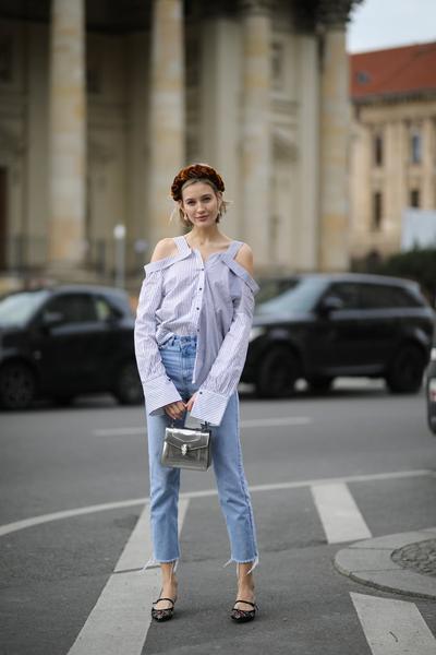Tampil Manis dengan Jeans dan Cute Top