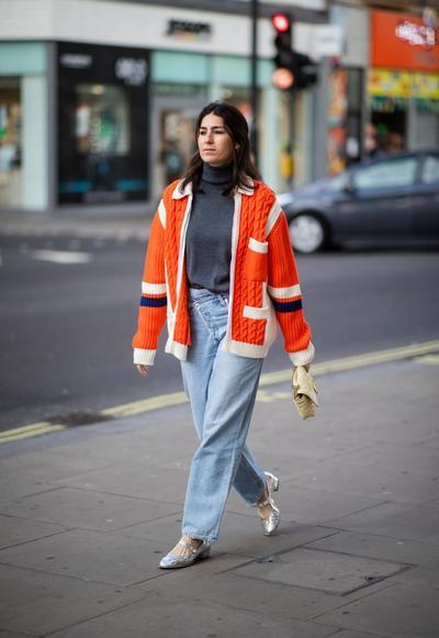 Tampil Casual dengan Jeans dan Sweater