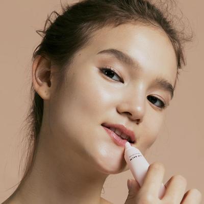8 Produk Perawatan Bibir Kering Lokal, Bisa Jadi Andalan Kamu!