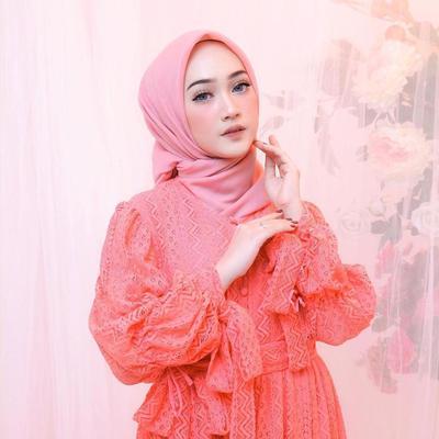 Inspirasi Gaya Hijab Elegan dari Selebgram Sinta Sri Antan