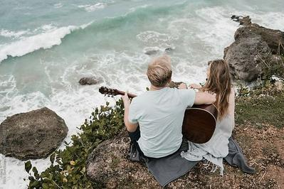 Selain Romantis, Ini 5 Keuntungan Punya Pacar Musisi Bikin Pipi Merona Setiap Hari