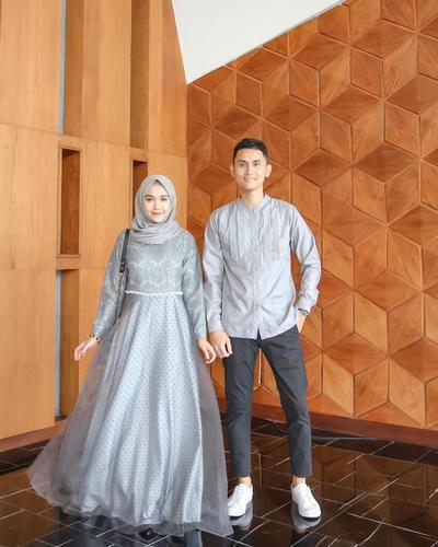 Serasi Bersama Pasangan, Inspirasi Outfit Kondangan Couple Muslim