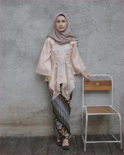 Hijab untuk Pesta Bahan Satin