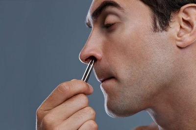 Mencabut Bulu Hidung