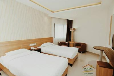 2.  Topas Galeria Hotel