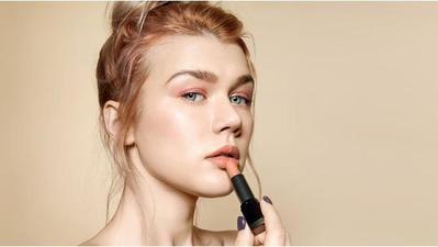 5 Rekomendasi Lipstik Lokal Warna Peach untuk Wajah Lebih Segar