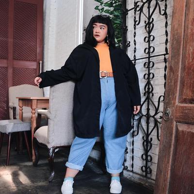 4. Outfit Swag Abis, dengan Perbaduan Warna yang Oke Banget
