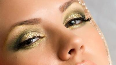 4. Eyeshadow Warna Gold