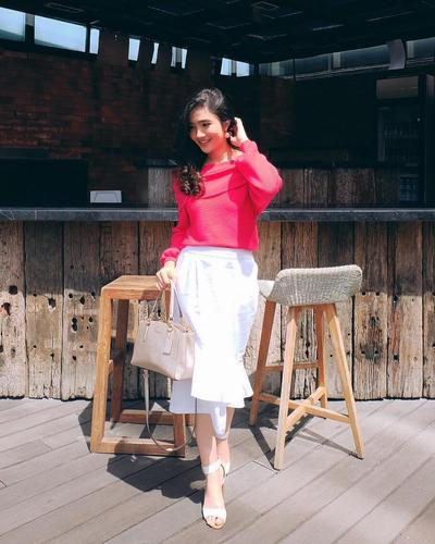 Tampil Lebih Stunning dengan Padupadan Midi Skirt ala Febby Rastanty, Cocok Dipakai Casual - Formal