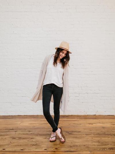Jeans dengan Sandal Jepit