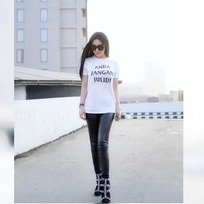 T-Shirt 'Jangan Julid' dan Leather Pants