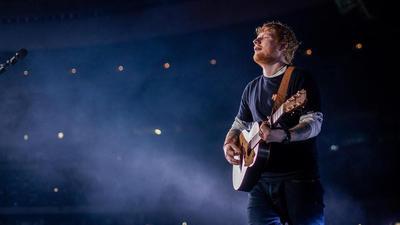 6 Lagu Terbaik Edd Sheeran Siap Buatmu Terbuai
