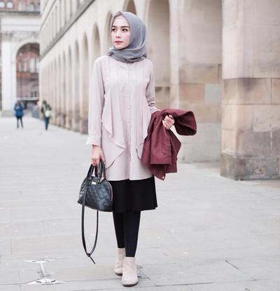 Hijab Abu-abu Cocok untuk Acara Buka Bersama, Lihat Tips Padu Padannya