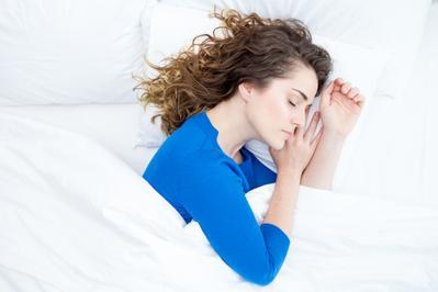 3 Posisi Tidur Ini Ternyata Baik untuk Kesehatan Kita Selama Berpuasa, Sudah Tahu?