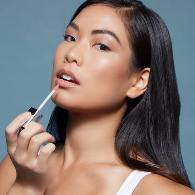 Tampilan Bibir Glossy Era 90an, Simak 5 Rekomendasi Lip Gloss Lokal di Bawah 100 ribu