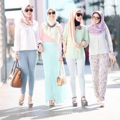 Tips Tampil dengan Gaya Tabrak Warna Hijab Pastel yang Feminin dan Manis