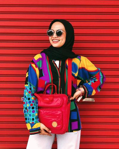 Jangan Takut Main Warna! Ini 7 Inspirasi Fashion Full Color ala Selebgram Tasya Kissty