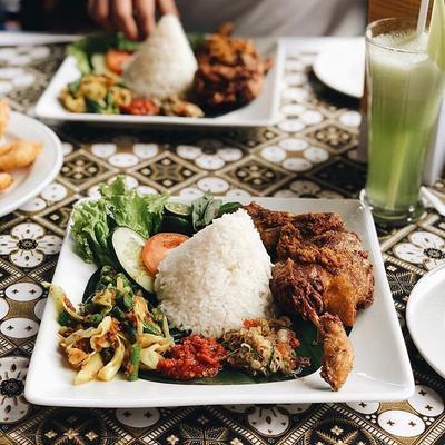 Cafe Batavia Kota (Rp 50.000 - Rp 170.000)